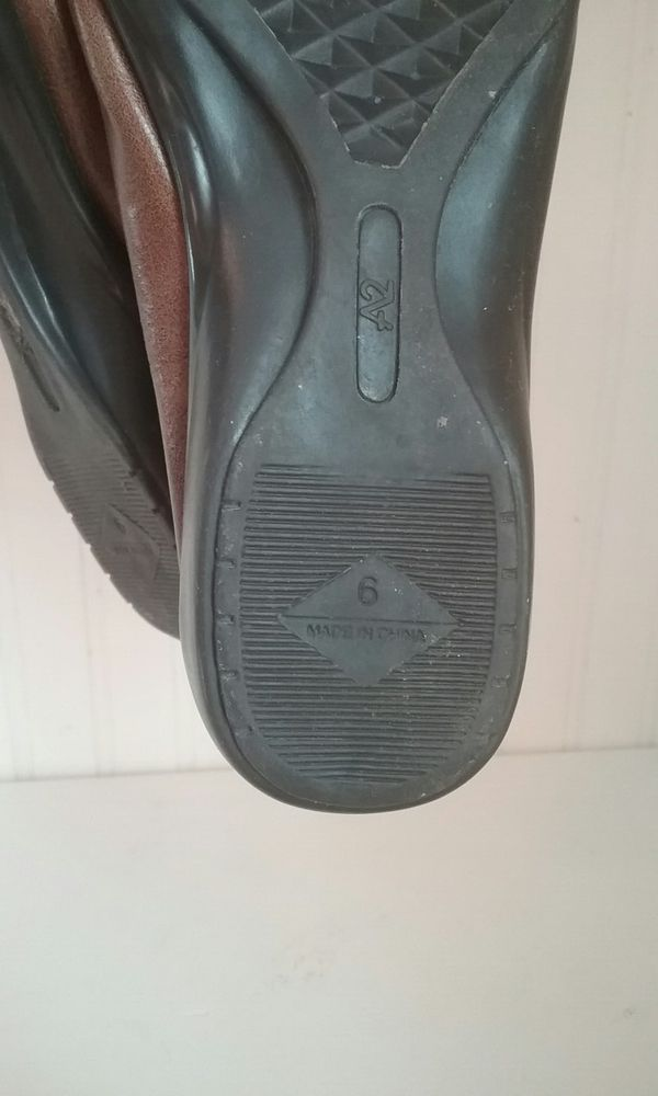Brown flat shoes size 6