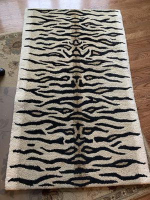 3' x 5' beautiful area rug for Sale in Washington, IL