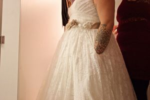 Beautiful wedding dress for Sale in Wenatchee, WA