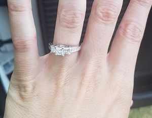 One and a half carat beautiful princess cut diamond ring for Sale in Addison, TX