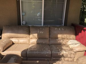 Free sofa recliner for Sale in Gilroy, CA