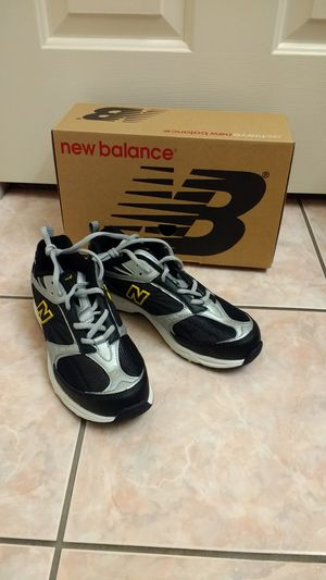 New Balance Boys Kids Shoes Size 5 US for Sale in El Monte, CA