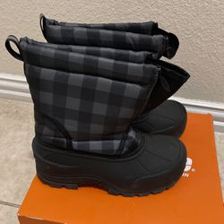 Boys Snow Boots Size 4 for Sale in Plano,  TX