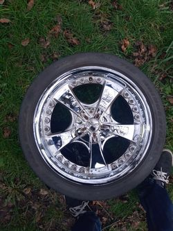 18in chrome rims for Sale in Seattle,  WA
