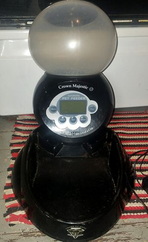 Crown Majesric automatic pet food feeder for Sale in Portland, OR