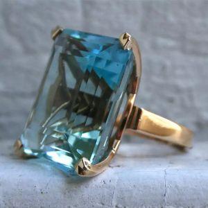 💎 Big Bold Beautiful Emerald Cut Ring💎 for Sale in Nashville, TN