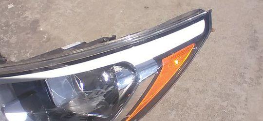 Hyundai Elantra Headlight for Sale in Paramount,  CA