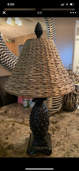 "Pineapple lamp, banana leaf shade, approx 27"" tall for Sale in New Port Richey, FL"