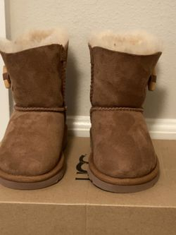 Kids Uggs - Size 8 Toddler NEW for Sale in Kirkland,  WA