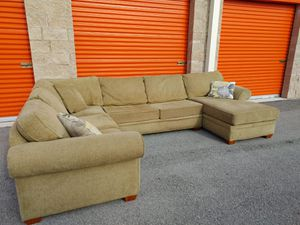 Sectional Sofa / Couch in VERY GOOD CONDITION - DELIVERY NEGOTIABLE for Sale in Boca Raton, FL