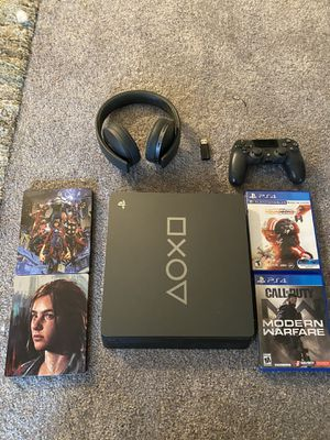 PS4 Slim 1 TB days of play 2019 bundle for Sale in Plainville, CT