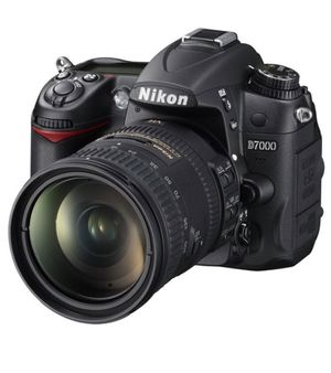 Nikon d7000 with VR lens 140 mm and bag for Sale in Jersey City, NJ