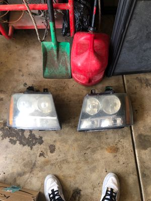 2007 Chevy avalanche headlight housing for Sale in Lockport, IL