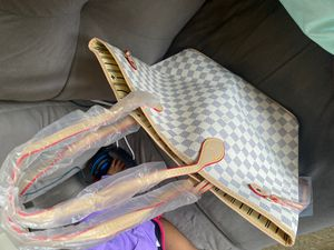 White Louis Vuitton Tote Bag for Sale in Cleveland, OH