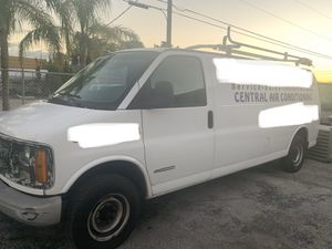 Chevy express 2002 for Sale in Miami Gardens, FL