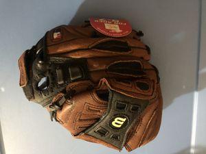 Baseball glove for Sale in Waldorf, MD