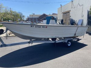 17' aluminum center console or duck boat for Sale in Lindenhurst, NY