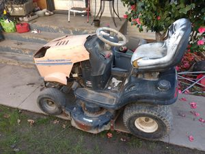 Riding lawn mower for parts asking 150 for Sale in Selma, CA