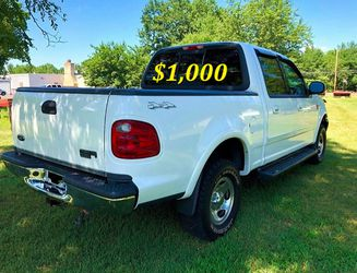 🟢💲1,OOO I'm selling URGENT this Beautiful💚2OO2 Ford F15O nice Family truck XLT Everything is working great! Runs great and fun to drive💪🟢 for Sale in Warren,  MI