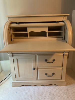 Roll top small desk beige for Sale in Murfreesboro, TN