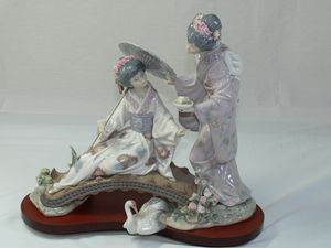 Lladro Figurine Springtime in Japan for Sale in Boca Raton, FL