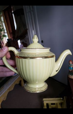 "Vintage ""HALL"" ceramic tea pot for Sale in Columbus, OH"