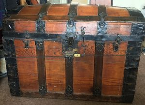 Vintage treasure chest/ trunk for Sale in Long Beach, CA