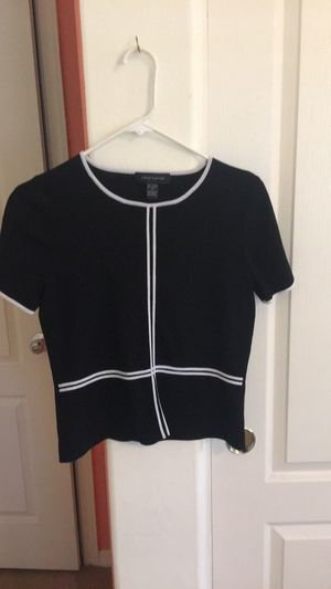 Cable & Gauge - Black/white striped top for Sale in Avondale, AZ