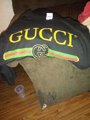 2x gucci shirt for Sale in Houston, TX