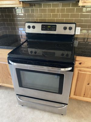 Frigidaire electric induction stove, everything works for Sale in Redlands, CA