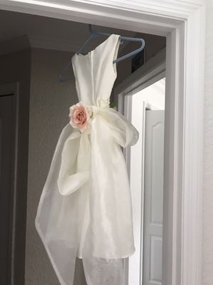 Beautiful flower girls dress for Sale in Seminole, FL