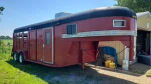1991 Pony Express goose neck horse trailer w/ LQ for Sale in Henry, IL