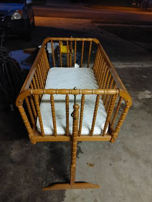 Baby crib for Sale in Winter Springs, FL