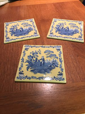 """Spode 6"""" Yellow and Blue Lady at the Well L0407, Trivet or Wall Hanger for Sale in Mukilteo, WA"""