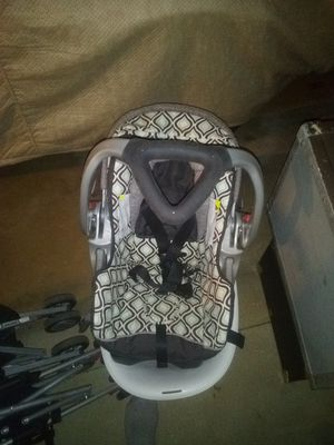 Baby car seat / carrier for Sale in East Greenwich, RI