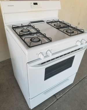 Frigidaire gas stove. for Sale in Bakersfield, CA