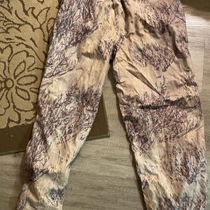 Practically brand new Men's Legend Gear Outdoor/hunting pants for Sale in Puyallup, WA