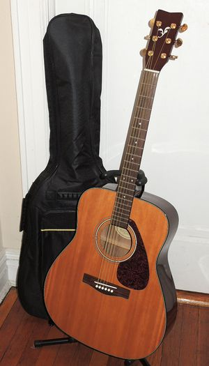 Yamaha F335 Acoustic Guitar + Gigbag for Sale in Queens, NY