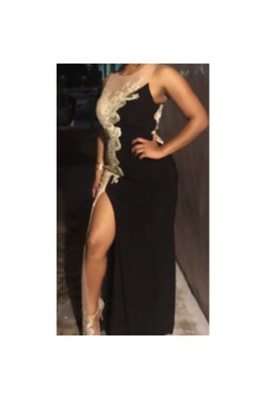 Prom Dress/ Unique Style/ Used one night for Sale in Hialeah, FL