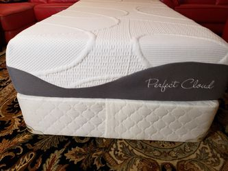 Like New Twin Staging Bed Mattress Set Box Spring Bed Frame for Sale in Lynnwood,  WA