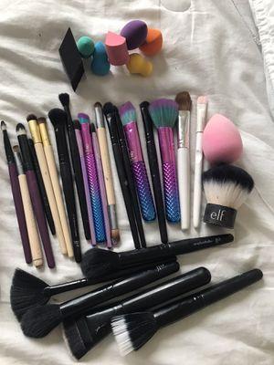 Makeup brushes / mpu for Sale in San Antonio, TX