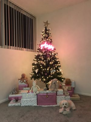 Christmas Tree Artificial Pre-Lit 6 FT Alberta Spruce for Sale in Los Angeles, CA