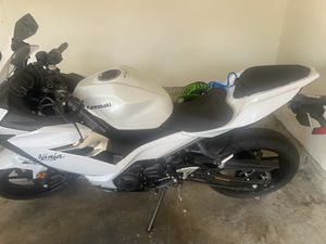 Motorcycle For Sale Kawasaki 400 2020 with only 200miles for Sale in Irvine, CA