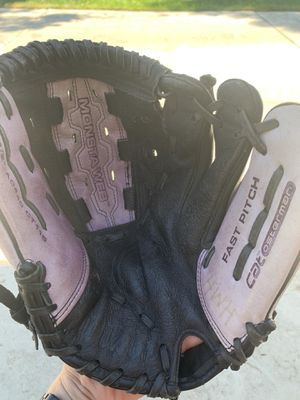 Wilson fastpitch softball glove for Sale in Fresno, CA