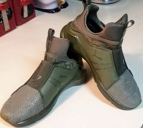 """PUMAS SIZE 6 """"LIKE NEW"""" WORN ONCE for Sale in Oklahoma City,  OK"""