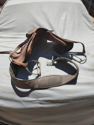 English saddle for yard art for Sale in Lake Elsinore, CA