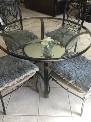 Round Breakfast table with 4 chairs for Sale in Henderson, NV