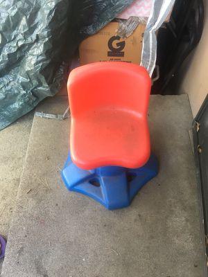 Desk chair for kids for Sale in Pomona, CA