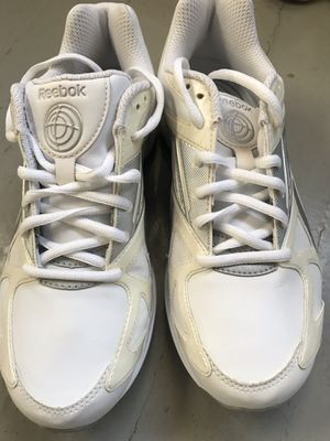 Women's Reebok Simply Tone Shoes (New) Size 8 for Sale in Chicago, IL