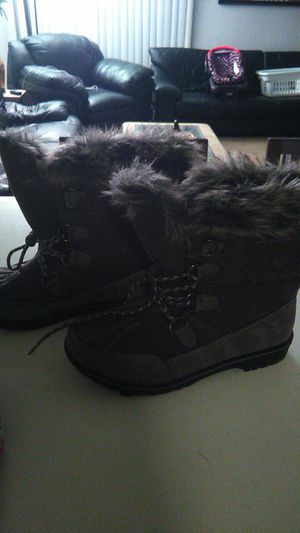 Women's snow boots size 10 Italy brand new condition for Sale in Orange, CA